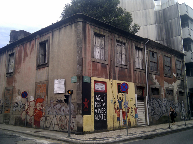 A day in Porto, a ghost town in the making